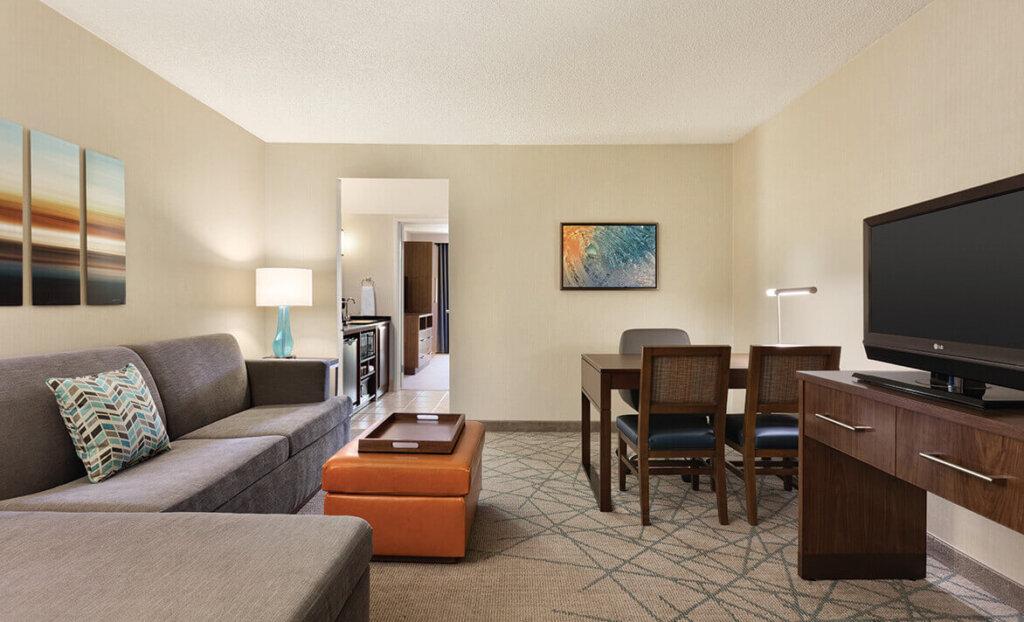 Bedroom living room in Embassy Suites by Hilton San Luis Obispo