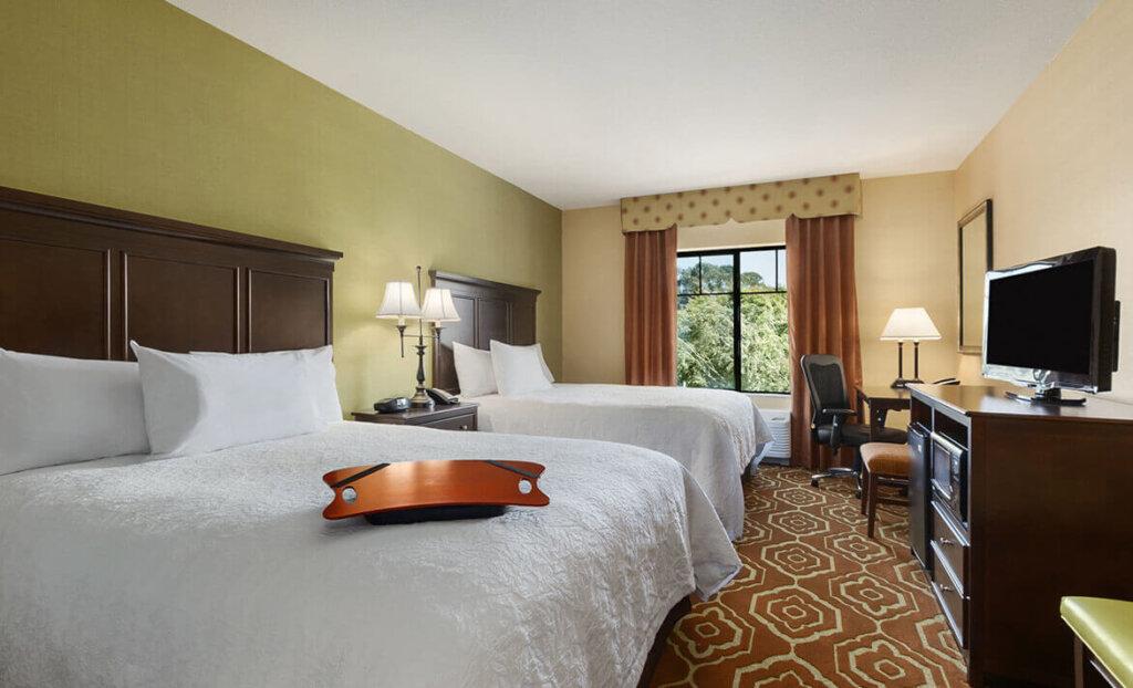 Double bedroom at Hampton Inn & Suites