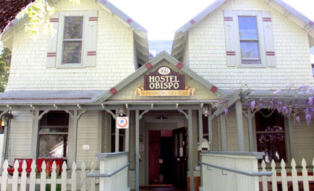 Hostel Obispo front entryway