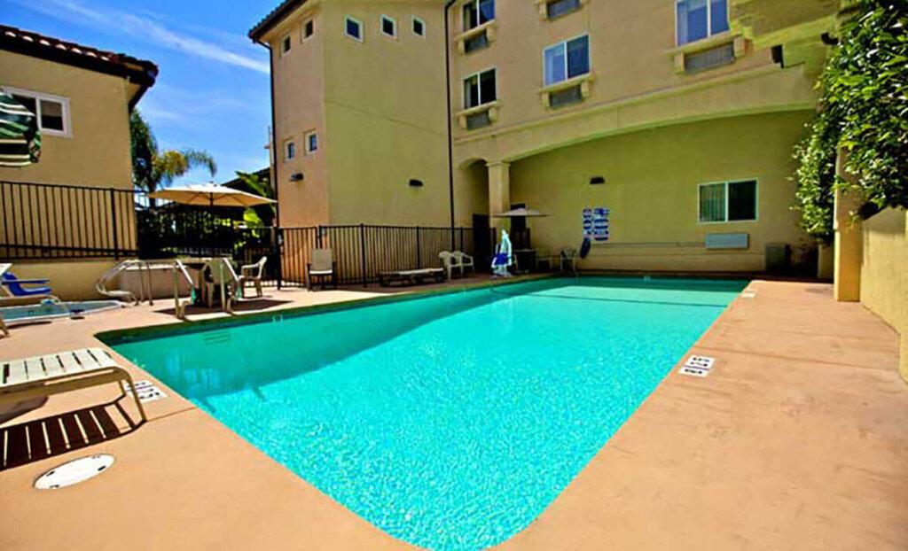 Pool at Lamplighter Inn & Suites San Luis Obispo