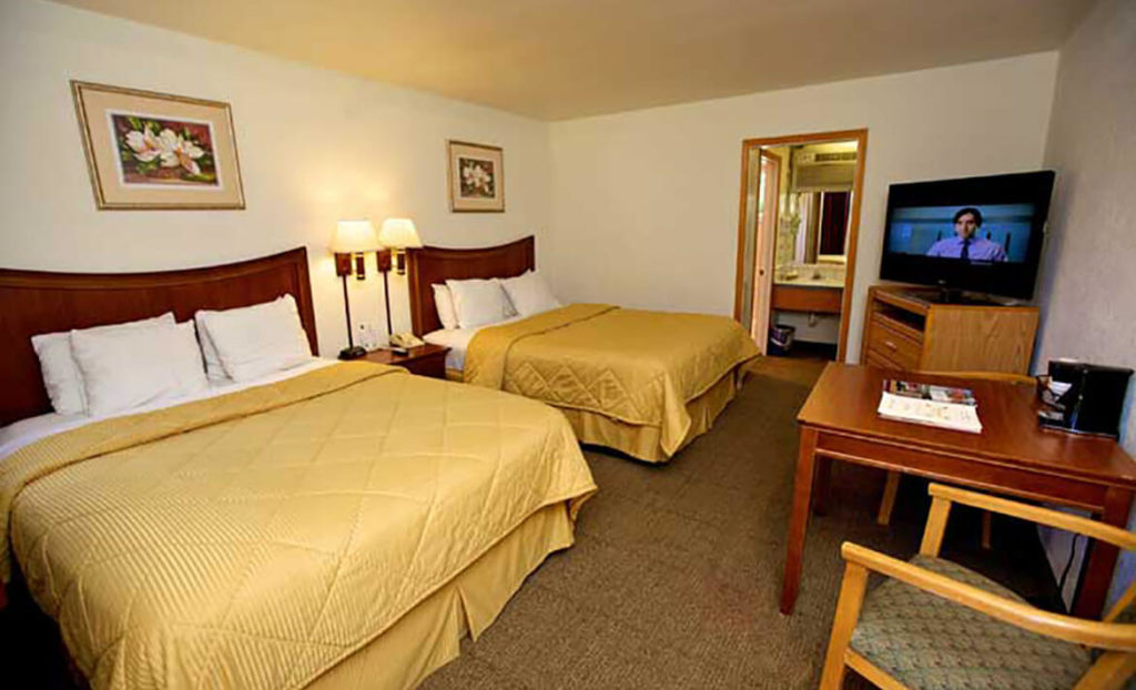 Double bedroom at Lamplighter Inn & Suites San Luis Obispo