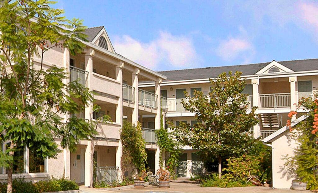 Outside shot of rooms at Lexington Inn, San Luis Obispo