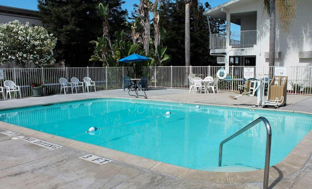 Pool of Motel 6 North