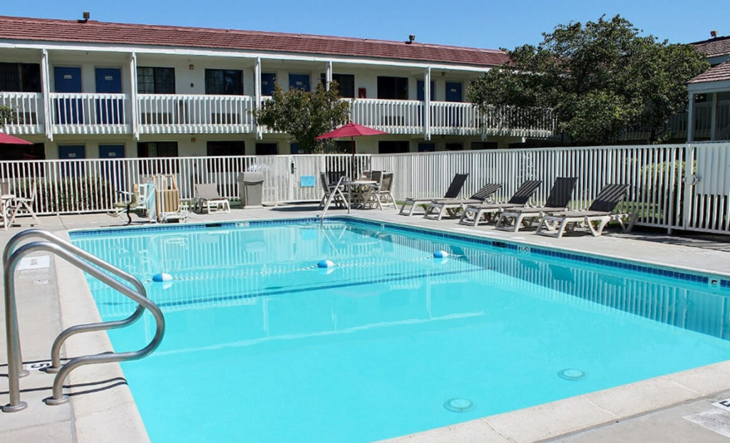 Pool and pool deck at Motel 6 South