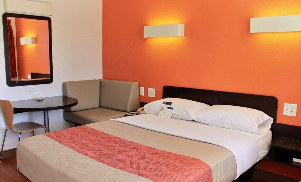 Motel 6 South Bedroom