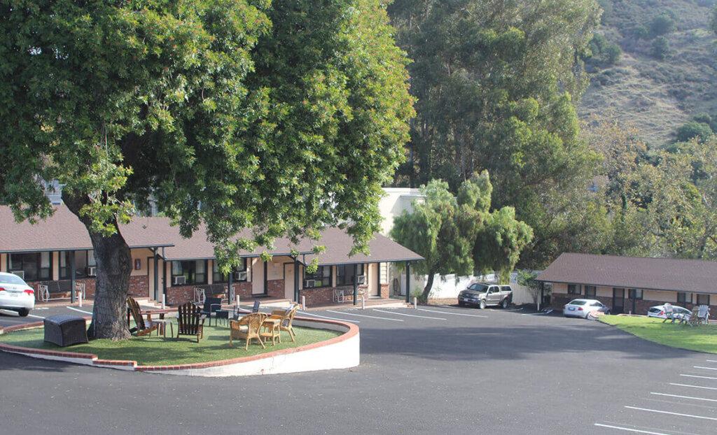 Outside of Peach Tree Inn