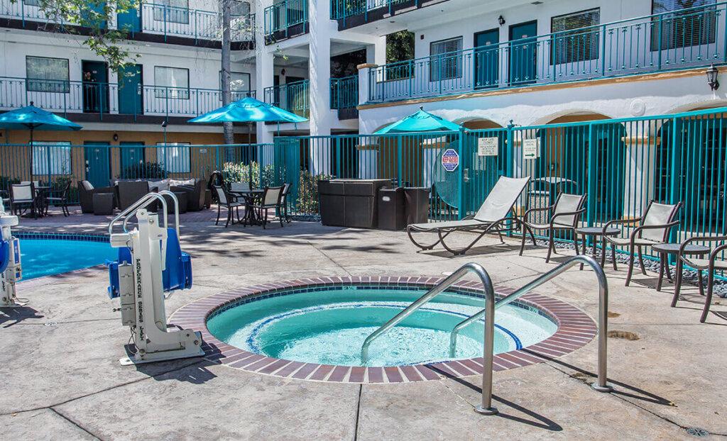 Jacuzzi at Quality Suites Downtown San Luis Obispo