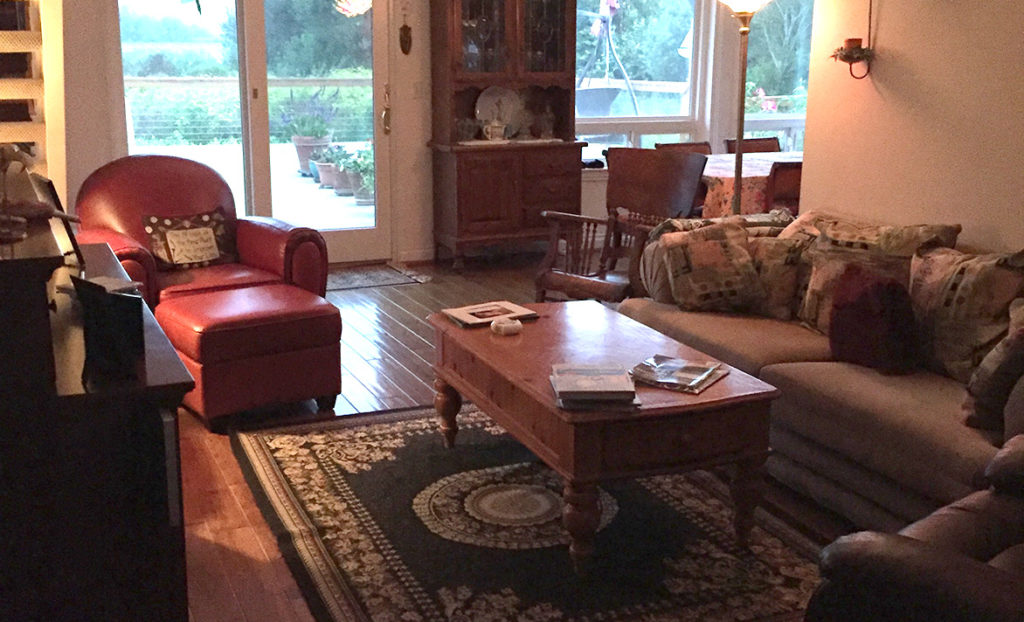 Living room of SLO Lakeside Lodge