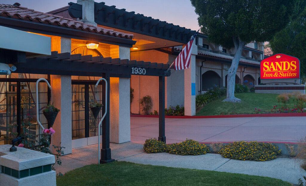 Entrance of Sands Inn & Suites