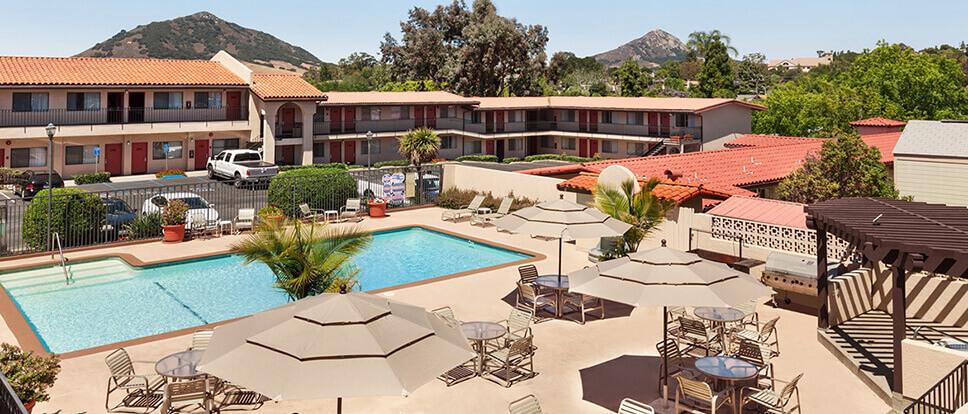 Sands inn suites san luis obispo vacations for Pet friendly hotels near hearst castle
