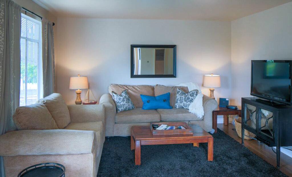 Living room of Susie Brans rental