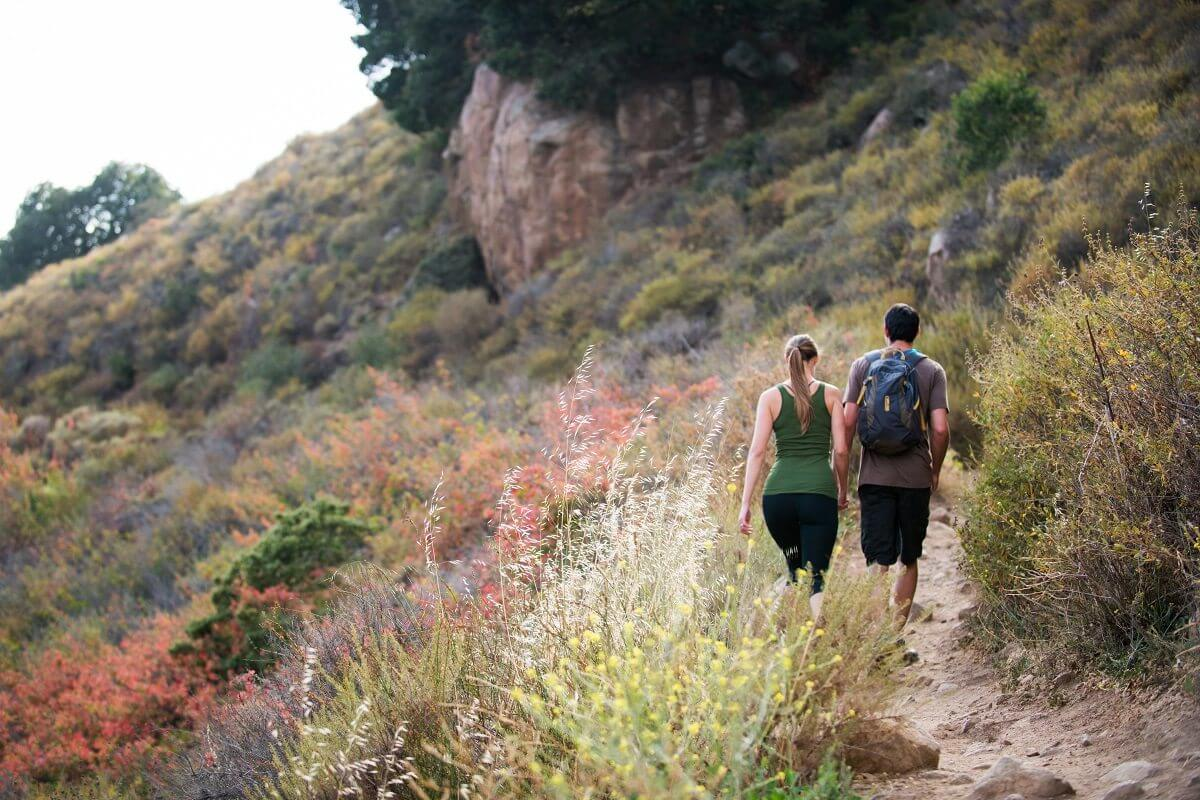 A couple hiking in San Luis Obispo