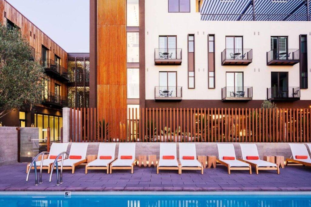 Hotel SLO Courtyard