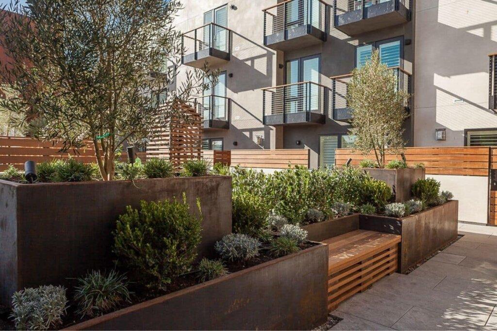 Hotel Cerro's garden patio area.